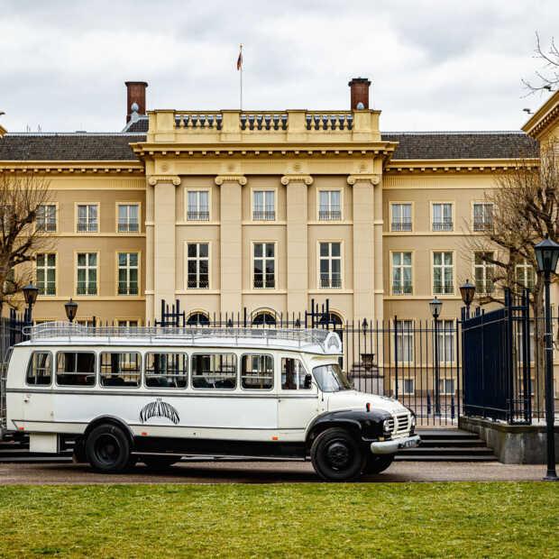 The Streamers sluiten Koningsdag 2021 feestelijk af bij Paleis Noordeinde