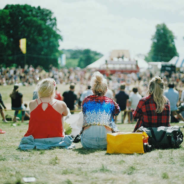 Tinder lanceert speciale 'Festival Mode' voor festivalgangers deze zomer