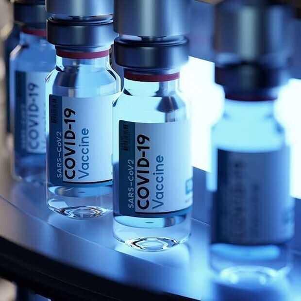 Facebook en Google voeren vaccinatieplicht in