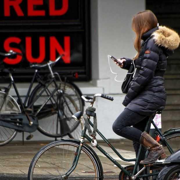 Vanaf komende maandag mag je niet meer bellen op de fiets