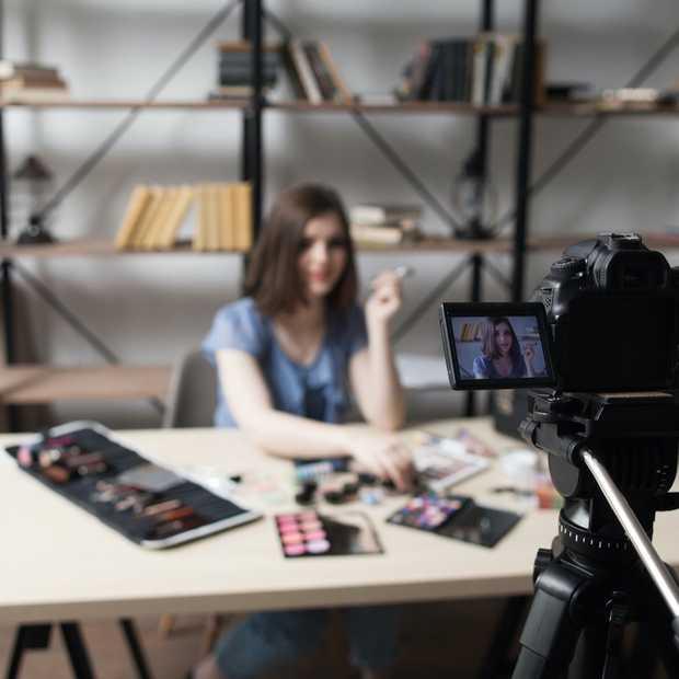 Vloggers mogen geen verkapte reclame meer maken