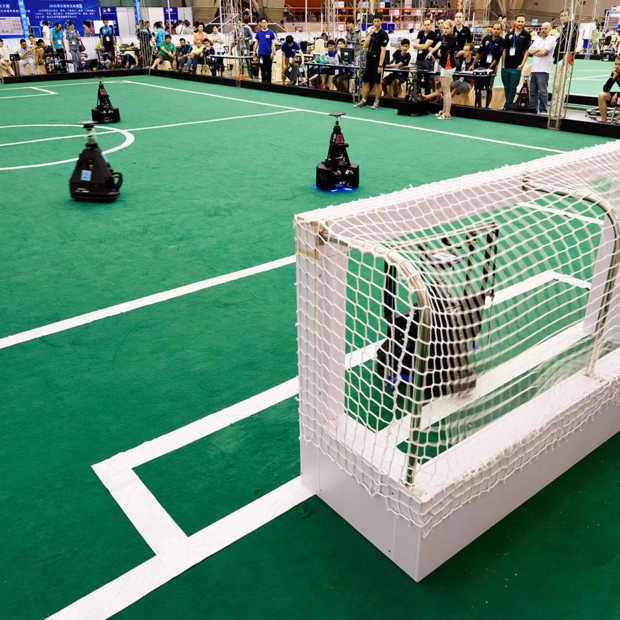 De voetbalrobots van TU Eindhoven gaan voor tiende WK-finale op rij