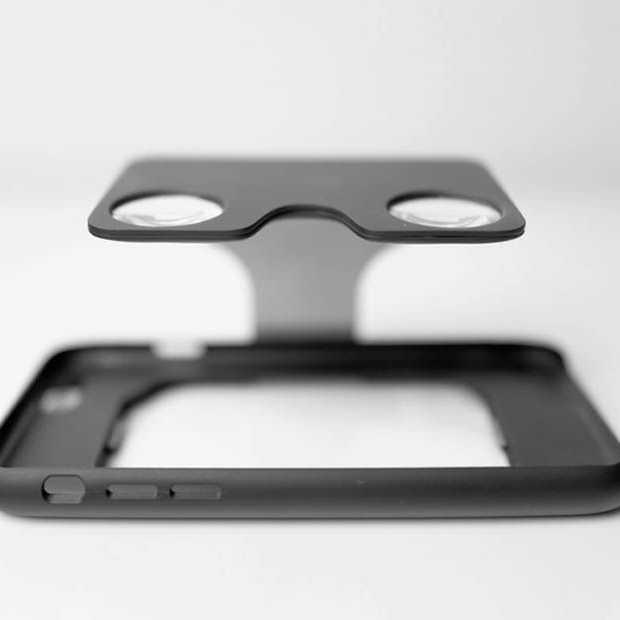 iPhone hoesje en Virtual Reality-bril in een