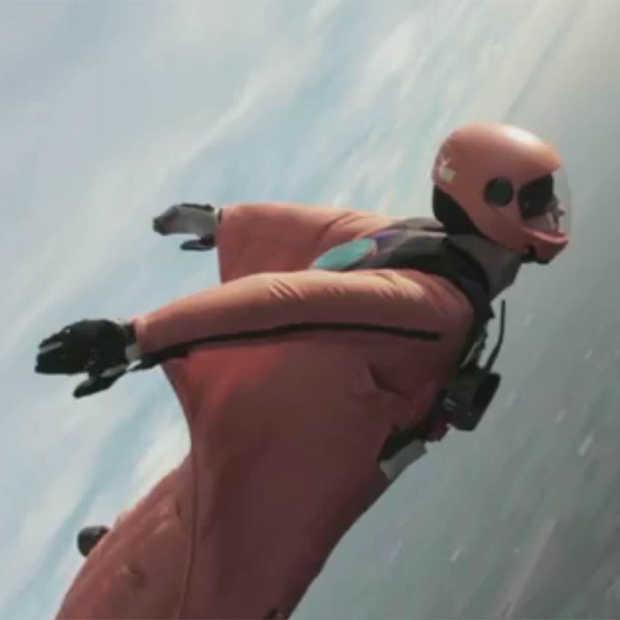 Air Controllers helpen geblinddoekte wingsuiter [Adv]