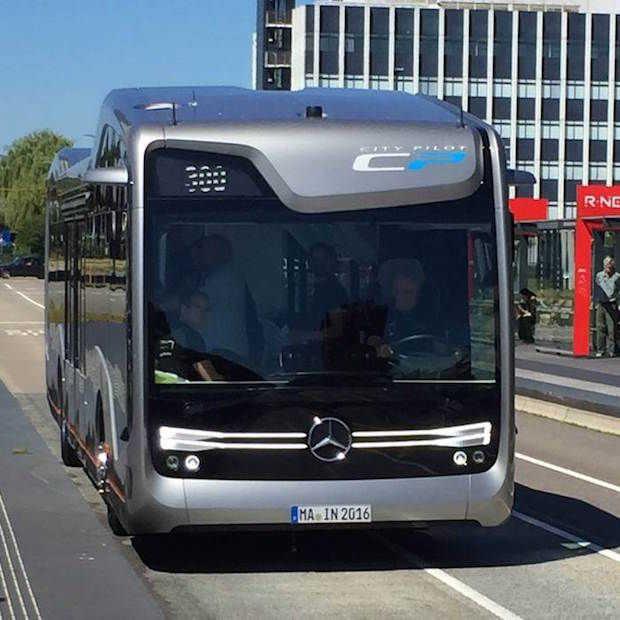 Eerste testen in Nederland met zelfrijdende bus geslaagd